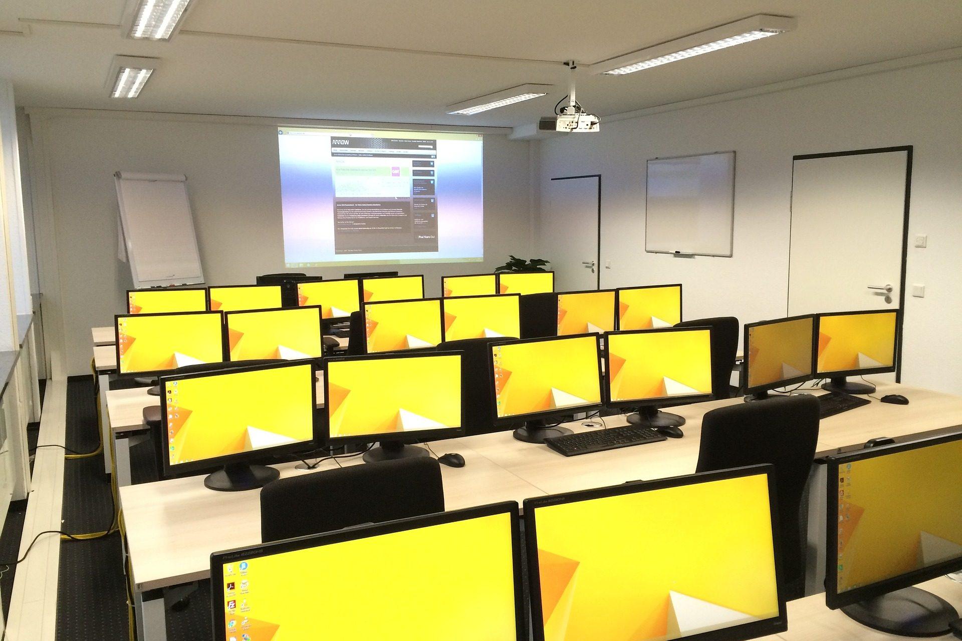 classroom-1167524_1920